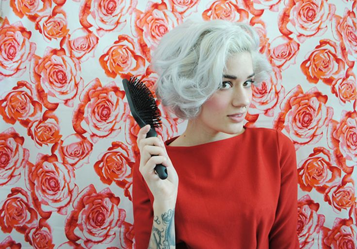 I love Marilyn Monroe's curly bob! This girl shows you how!