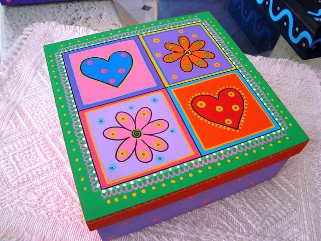 Caja Flores y Corazones by rebeca maltos, via Flickr