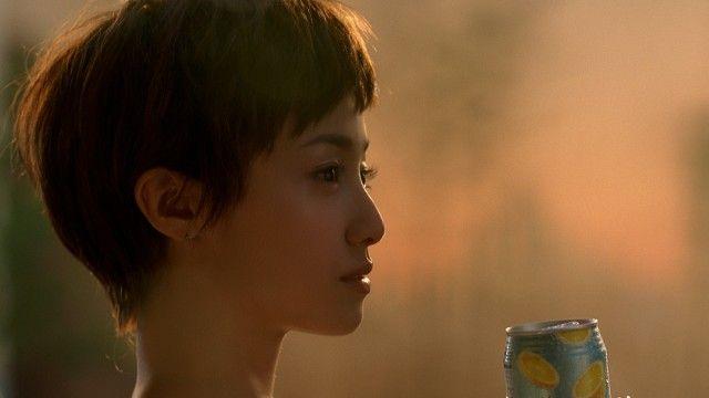 女優の沢尻エリカ(30)が、7日より全国オンエアされるサントリー「ほろよい」の新テレビCMで、約5年ぶりのベリーショート姿を披露した。