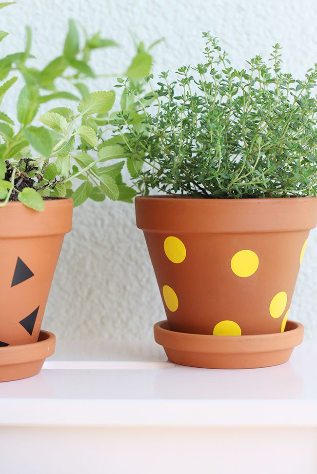 DIY easy plant pot decoration, via Pinjacolada