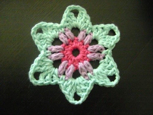 Crocheted granny star - free pattern