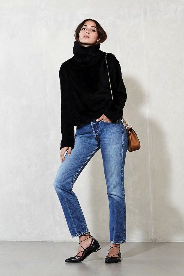 black turtleneck, tan Chloe bag, vintage style jeans & lace-up flats #style #fashion #fall: