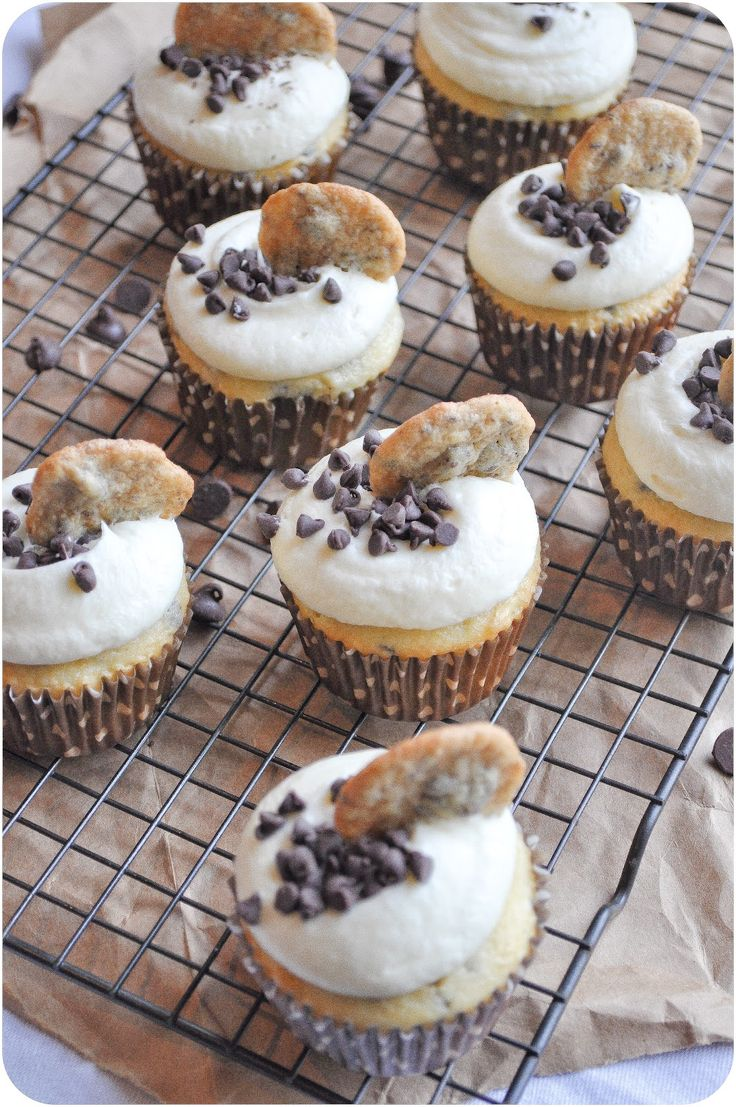 {These are so crazy delicious! Huge thumbs up from THREE picky eaters!!} Um YUM! Lemon Sugar: Milk & Cookies Cupcakes