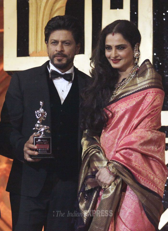 Shah Rukh Khan – Best Actor Popular Choice: Host of the night, Shah Rukh Khan poses with evergreen beauty Rekha after accepting the Award for Best Actor by Popular Choice for 'Chennai Express'. (IE Photo: Vasant Prabhu)