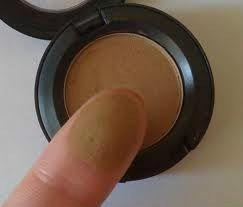 Sombra Mac Cor Wedge - Perfeito para sobrancelhas castanhas e loiro escuro.