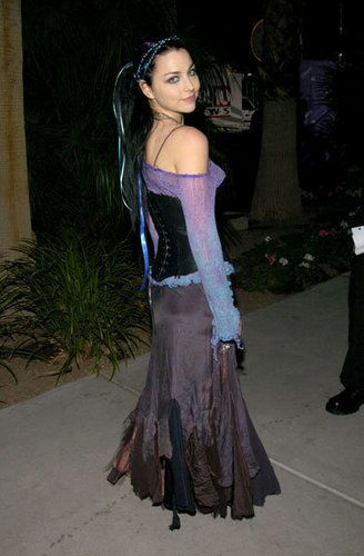 .Like the purple off-the-shoulder jumper