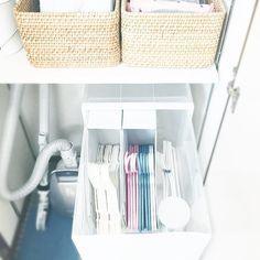Instagram media by noz__ie - * hungers for laundry * #断捨離の成果 * 昨日picの続きです。  #ハンガー を収納している引き出しの中。  100均のファイルボックスを横置きしたらぴったり収まってくれました♡ このファイルボックスで仕切らないとハンガーが倒れて絡まってイライラします。(数日それで過ごしてみました)  左から大人用ハンガー→子供用ハンガー→蓋つきケースには洗濯バサミが入っています。  数ヶ月ずっとハンガーの居場所に悩み続け、ここに落ち着きました。 使い勝手も良し。  ちなみにハンガーは薄くて場所をとらないニトリの物です。  さあ、今日も朝ルーティーンをこなし、元気に仕事に行って一週間の終わり締めくくってきます! * * 2015.4.24