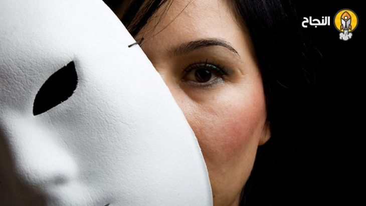 أسباب الكذب وطرق التعامل مع الشخص الكاذب Nose Ring Geometric Tattoo Geometric