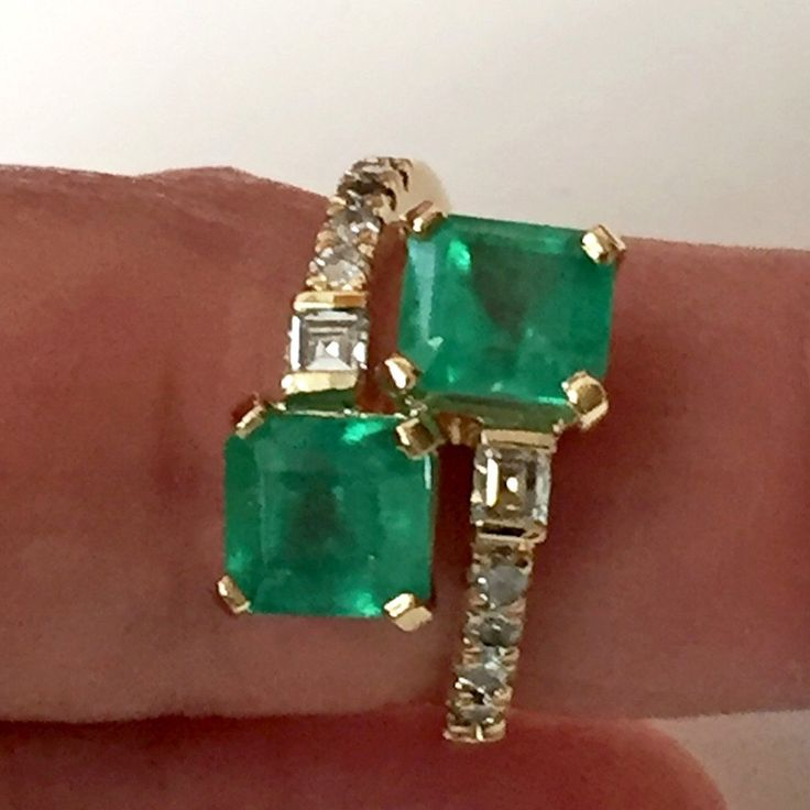 Composition: Yellow Gold 18k Primary Stones: Natural Colombian Emerald Shape or Cut : Square Cut Average Color/Clarity : Medium Fine Green Color/Clarity VS Total Emerald Weight :3.61 Carats (2 Emerald