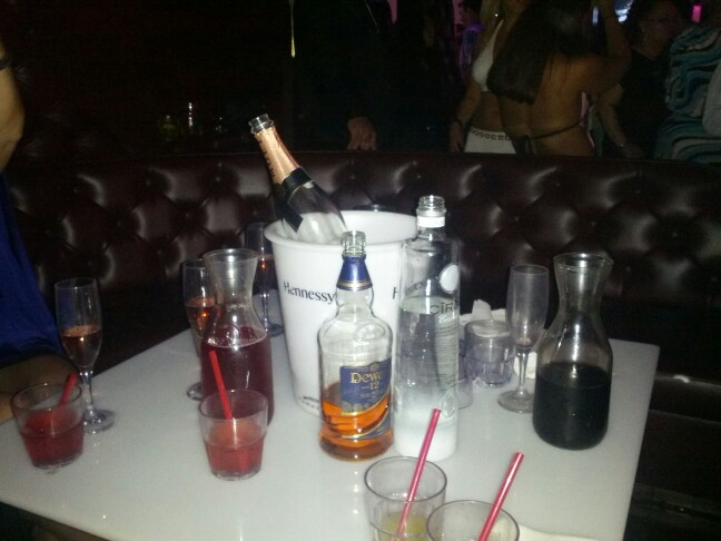 Chill'n in the VIP section of Don Coqui: Vip, Life