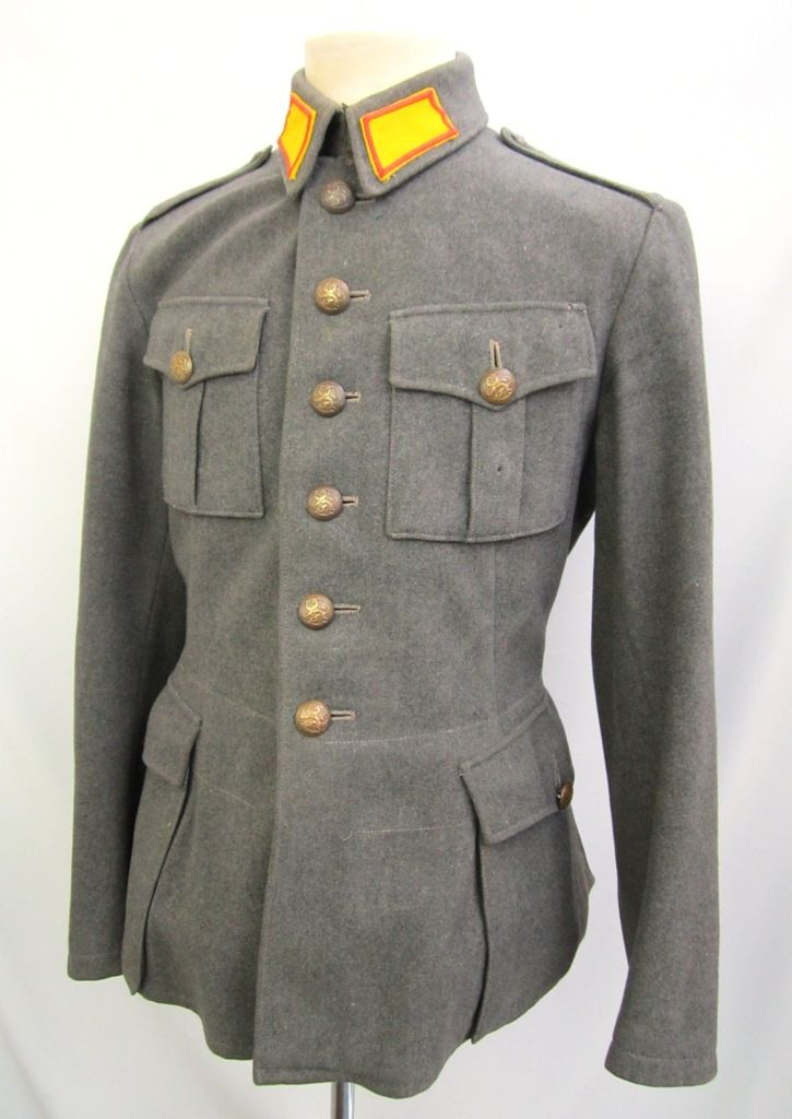 Early pattern jacket in fine serge cloth. Shoulderboards without unit color braiding (early shoulderboards were removable and were sewn to shoulderseam by soldier). Jacket is nicely marked Int37=1937, AP=Armeijan Pukimo, size 50 A, M- (sold)stamp and unit 3.H.R.R = 3rd escadron, Häme Cavalry regiment.