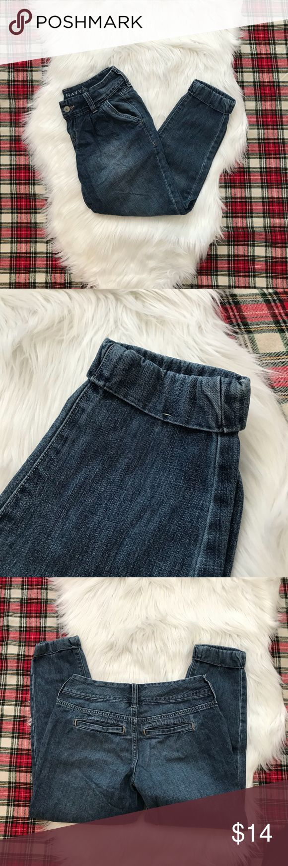 Old Navy Cropped Jeans Cropped jeans with cinched bottom. These are a cute twist on a skinny jean and will add a little flare to any outfit ! Size 0. Old Navy Jeans Ankle & Cropped