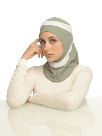 Capsters Runner grey-green & white sports hijab  (photo copyright: Peter Stigter)