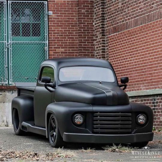 Early '50's Ford pickup...