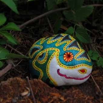 необычный дизайн из камней в вашем саду