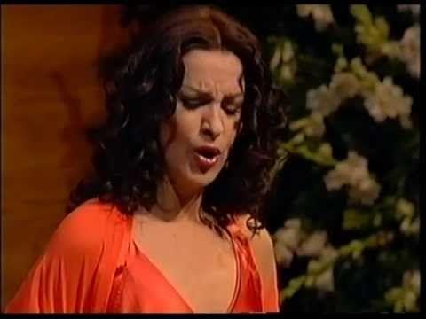 (10) Angela Gheorghiu - Gounod: Serenade - Barcelona 2004 - YouTube