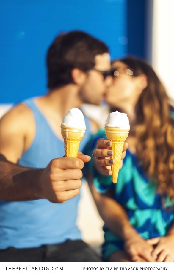 Summer couple shoot with ice-cream | Photographer: Claire Thomson Photography