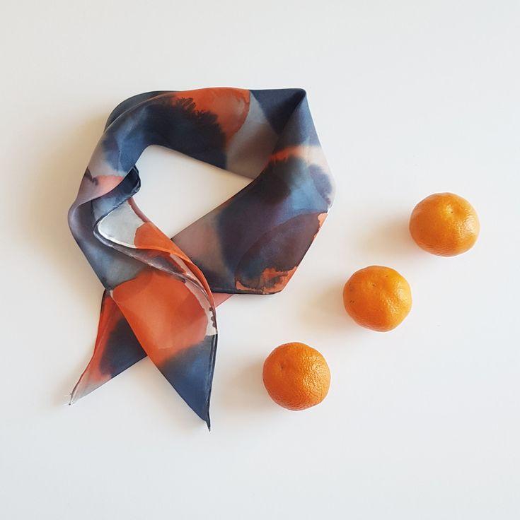 Jedwabna apaszka-kropki-granat,szary, pomarańczowy - MalowanyJedwab - Chusty