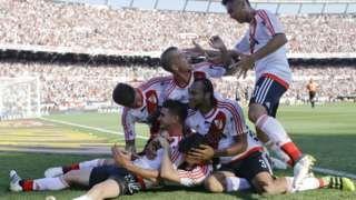 Argentina: Football players go on strike