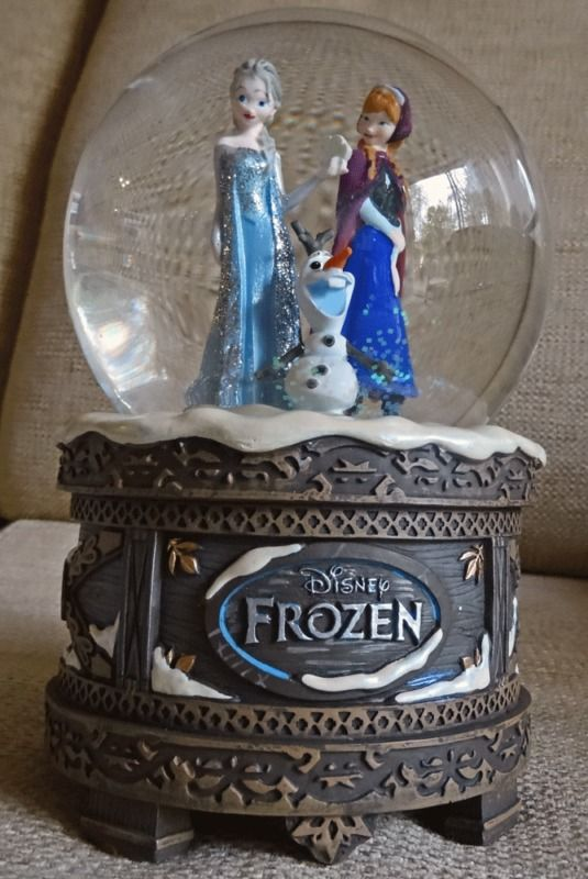 . Brand New Official Disney Store Frozen Musical Snow Globe, Elsa, Anna, Olaf.