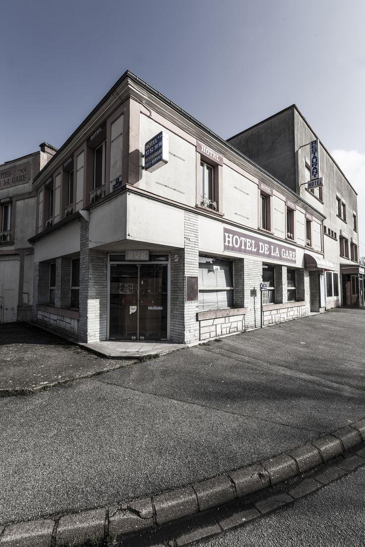 https://flic.kr/p/24VgbsP | L'Hôtel restaurant rue de la Victoire du 11 novembre 1918 - Désertification | Février 2017
