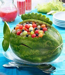 Sandía diseño ballena rellena de frutas, tapas originales. Cocina para niños http://modaparalospeques.com/