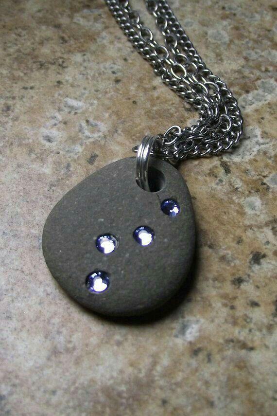 Piedra con iolitas