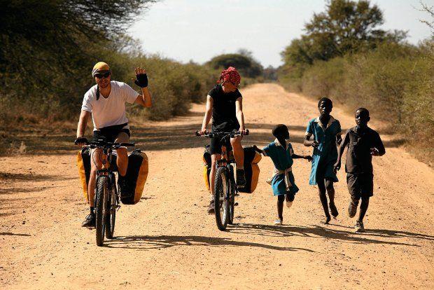 """Powiedziała do męża: """"Marcin, jadę rowerem do Afryki"""". Zaśmiał się: """"Najpierw pojedź do Bielska"""". Pożyczyła sakwy, dała radę. Zaczęła szykować się do Afryki"""