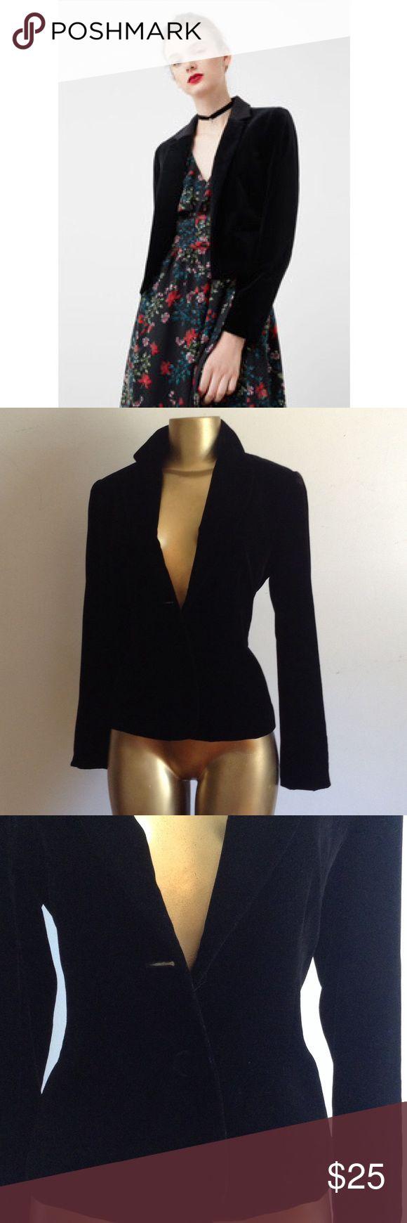 🌹 WARDROBE ESSENTIAL BLACK VELVET BLAZER🌹 🌹 WARDROBE ESSENTIAL BLACK VELVET BLAZER HAS ONE MISSING BUTTON🌹 Rafaella Jackets & Coats Blazers