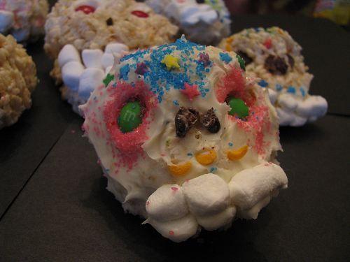 Easy, Edible Sugar Skulls (Calavera) for Dia de Los Muertos | Naturally Educational: Skull Calavera, Sugar Skull