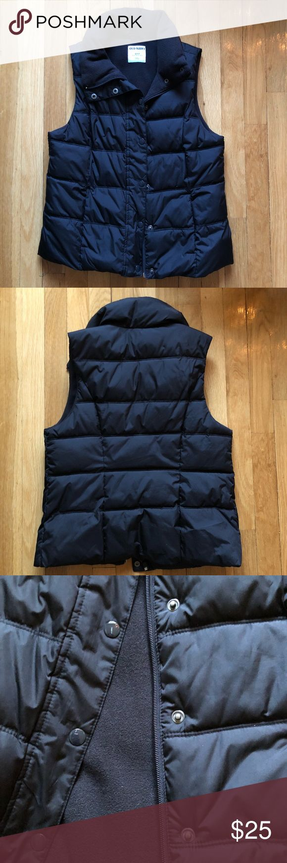 🆕 Old Navy Black Puffer Vest (women's) O ld Navy Black Puffer Vest (women's). Size S (small). Plush, warm fleece lining. Perfect for fall or winter. Smoke/pet free home. Make an offer, no trades. Old Navy Jackets & Coats Vests
