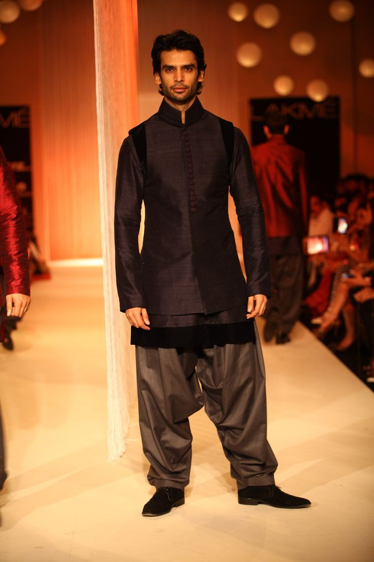 Groom kurta suits black wedding kurta designs asifa and nabeel men - Sherwanis Appeared With Narrow Trousers While Bundies In Varied Colour Contrasts Over Kurtas Were Masculine In Style And Finish On Day One Of Lakme Fashion