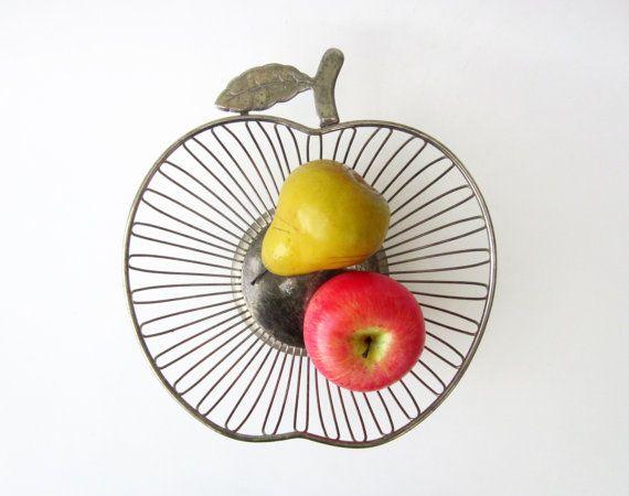 1970s vintage metal wire BASKET APPLE shaped by LeFrenchBazaar on Etsy #etsy #etsyfr #frenchvintage #french #vintage #etsyvintage #vintagefinds #france #etsyshop #frenchtouch #vintagefr #retro #midcenturymodern #bestvintage #vintagefrance #brocante #fleamarket #etsyfinds #vintagefinds #basket #bowl #wirebasket #apple #fruitbasket #fruitbowl