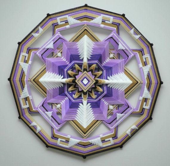 Inspirado por un 1970 Ojo de Dios con sólo 4 colores, he simplificado mis caminos multicolores muy habitual y creó este diseño tranquilo. Estoy muy
