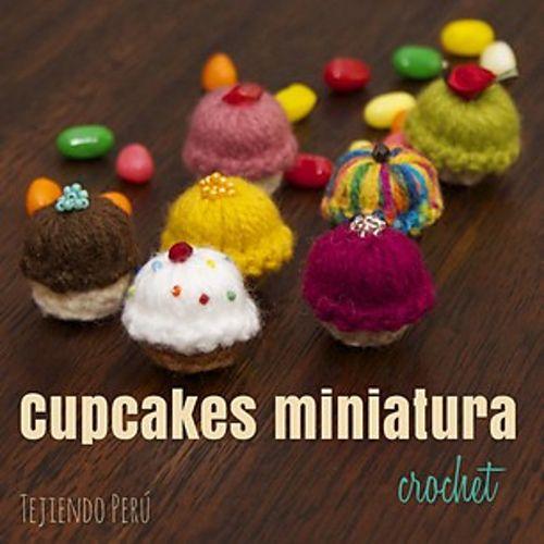 Cupcakes Miniatura Amigurumi - Patrón Gratis en Español - Videotutorial aquí: https://www.youtube.com/watch?v=J688OenB53Y&list=PLqFzXzCEYSTi4oAkfkUPUJF7iNFY89Z6-