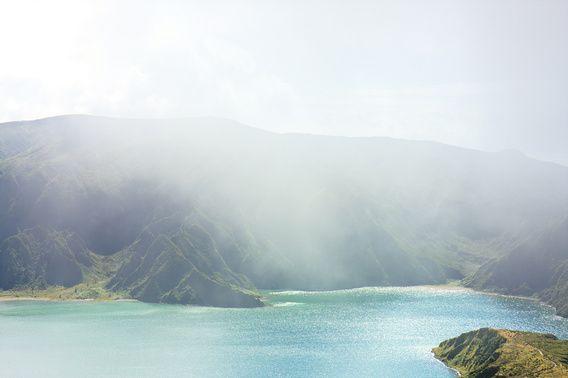 Nieuw in mijn Werk aan de Muur shop: Blauw groen meer mist eiland