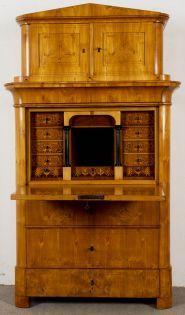 Eleganter Biedermeier Sekretär, sog. Schreibschrank, Sachsen oder Thüringen um 1830/40. #auction #auktion #antik #möbel #biedermeier