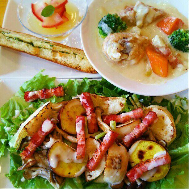 シチューはルゥから手作り♪焼き野菜のサラダにはカブを葉っぱごと使うので、土を丁寧に落とすの忘れずに~ - 6件のもぐもぐ - 圧力鍋シチュー ガーリックトースト 焼き野菜のサラダ りんごのコンポートゼリー by yukika58