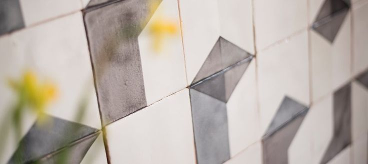 Ceramic wall tiles with screen-printed glazes. We offer our ceramic tile collection, but we also offer the opportunity for a bespoke collection.