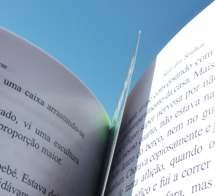 Um marca-páginas no interior dos nossos livros.