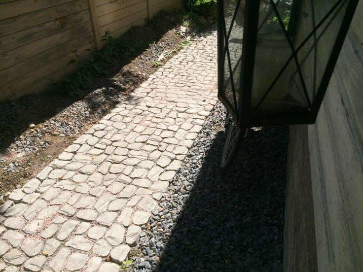 Louhikivikäytävä http://www.rudus.fi/pihakivet