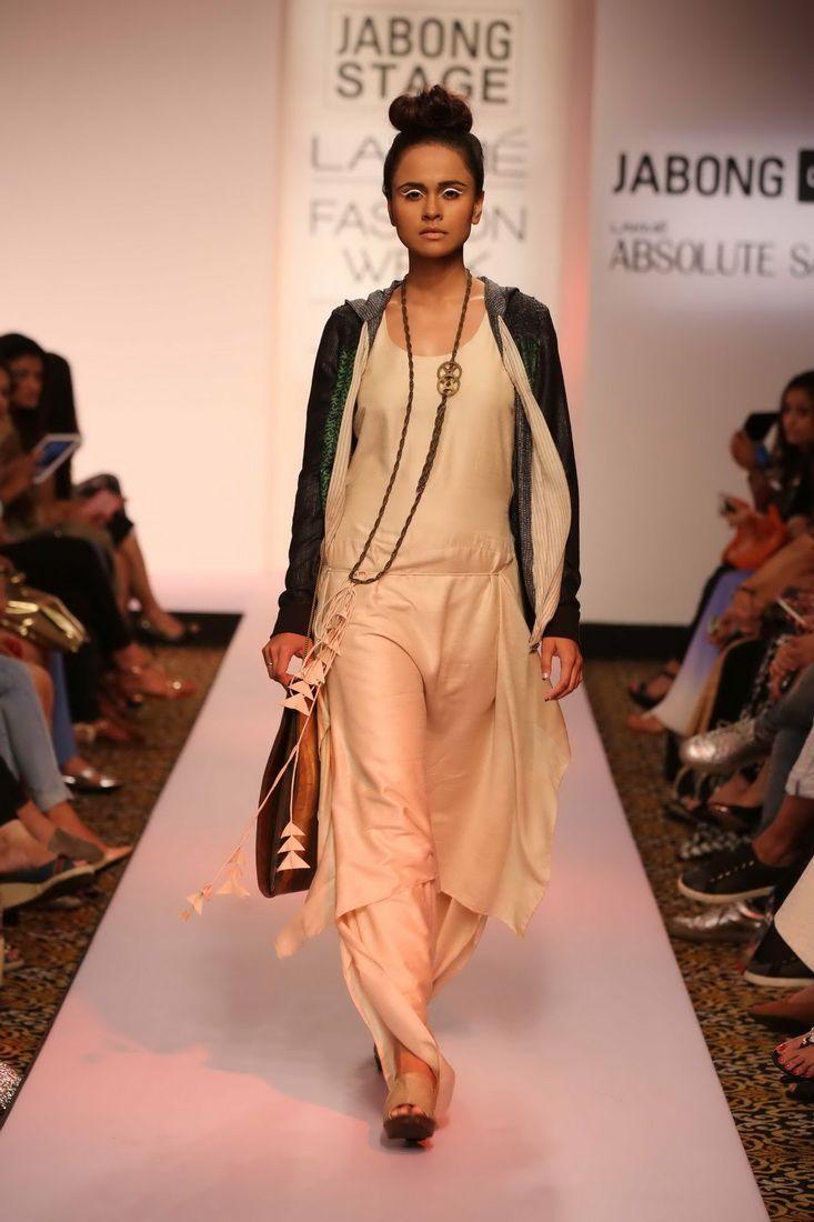 Semana de la Moda Lakme - Karishma Jamwal, Urvashi Joneja y Veda Raheja presenta impresionantes creaciones en la etapa Jabong durante Lakmé Semana de la moda de verano / Resort 2015
