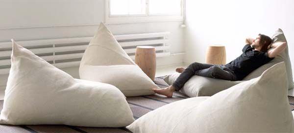 De Finse ontwerpstudio Woodnotes werd opgericht door textiel ontwerpers Ritva Puotila en Mikko Puotila. Ze zijn gespecialiseerd in de ontwikkeling en verfijning van papier gesponnen garen. Een duurzaam en natuurlijk materiaal welke gemaakt is van hout en papiergaren. Dit materiaal wordt gebruikt bij alle producten van Woodnotes, zoals bij de aantrekkelijk 'My & Roo'. Een eigentijdse stoel die nog het meeste weg heeft van een soort van zitzak. Maar de 'My & Roo' zijn comfortabele lounge…