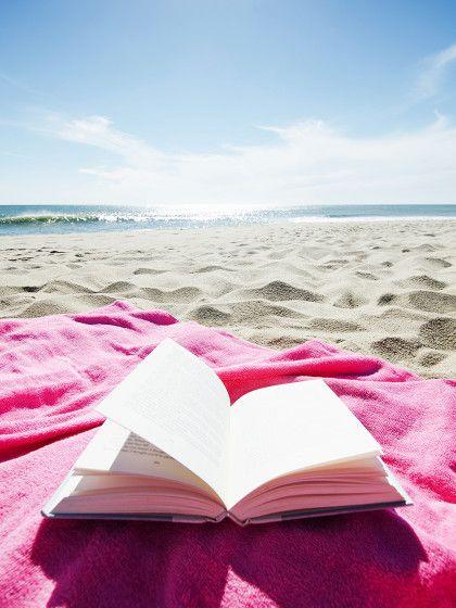 Den Urlaub habt ihr schon gebucht. Aber bevor es ans Koffer packen geht, fehlt noch eine geeigneteFerienlektüre.Egal, ob ihr euch in den Bergen herumtreibt oder am Strand chillt (oder die Urlaubskasse nur Ferien auf Balkonien erlaubt) - wir haben die passenden Bücher für alle eure Reisepläne parat.