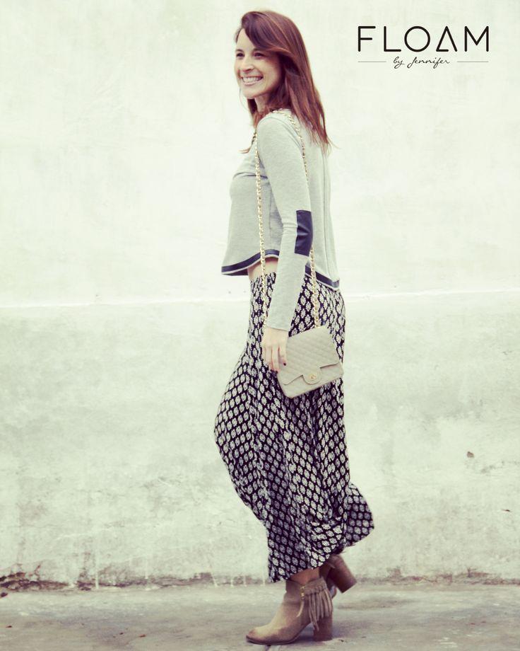 Street Style Floam  Polo algodón con aplicaciones + falda estampada + cartera de silicona.  Styling : Jennifer Flores Av. San Martín 156 - 2do piso Barranco
