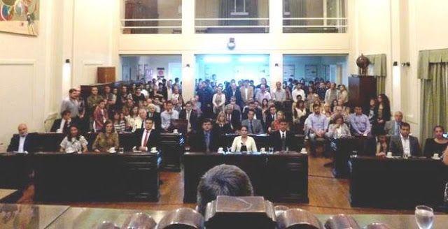 HCD: SE REALIZO LA SESION INAUGURAL DEL PERIODO 2016    HCD 1 DE ABRIL DE 2016:SESIÓN INAUGURAL Este viernes 1 de abril de 2016 se desarrolló la Sesión Inaugural del año 2016 del Honorable Concejo Deliberante que fue presidida por el Presidente del HCD Dr. Pablo Aued con la presencia del Intendente Municipal Dr. Facundo López y la Secretaria del HCD Dra. María Jimena Ruiz. Estuvieron presentes los siguientes concejales: Cristina Biar Valentín Bustillo Paula Hernández Carolina Robert Fernando…