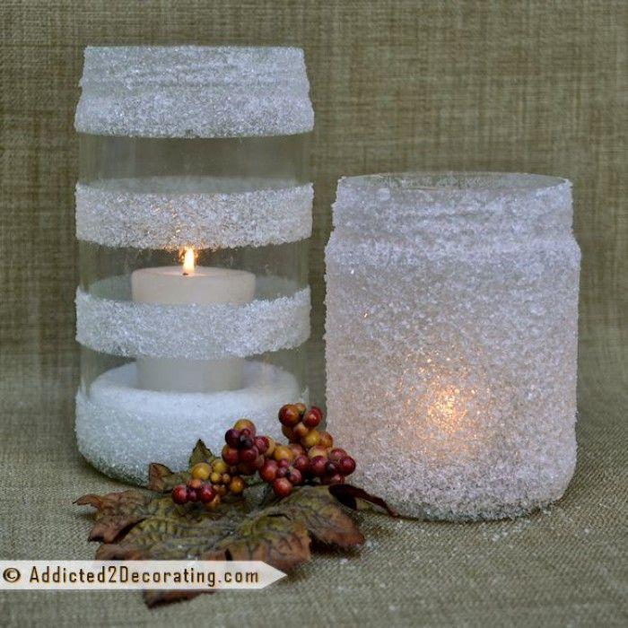 Waxinelichthouder/bloemenvaas. Glazen pot afplakken met tape (allerlei figuren mogelijk). Insmeren met lijm en op de nog vochtige lijm badzout strooien.