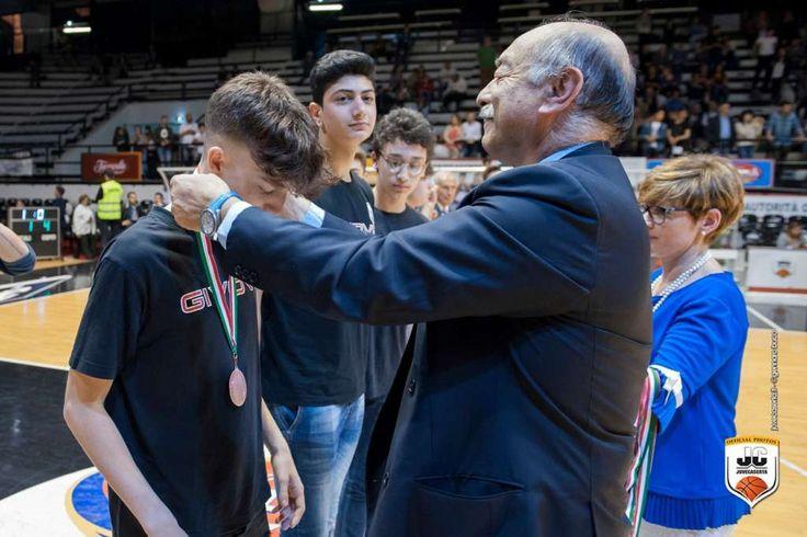 ALL'INTERNO TUTTE LE FOTO. JuveCaserta, premiate le squadre under 15 e under 16 a cura di Redazione - http://www.vivicasagiove.it/notizie/allinterno-tutte-le-foto-juvecaserta-premiate-le-squadre-under-15-under-16/
