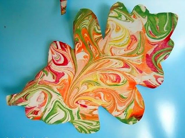 Shaving Cream Painted Leaves. Fun craft for kids! #easycrafts