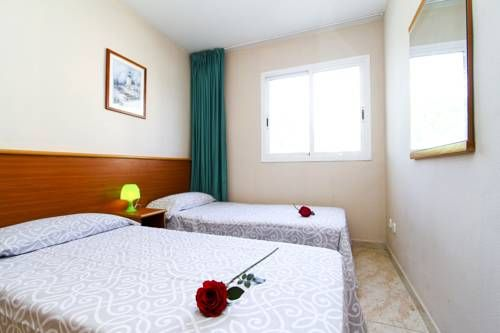 Vancouver 2 Salou Located 2.6 km from PortAventura, Vancouver 2 offers pet-friendly accommodation in Salou. Guests benefit from terrace and a seasonal outdoor pool. Free private parking is available on site.
